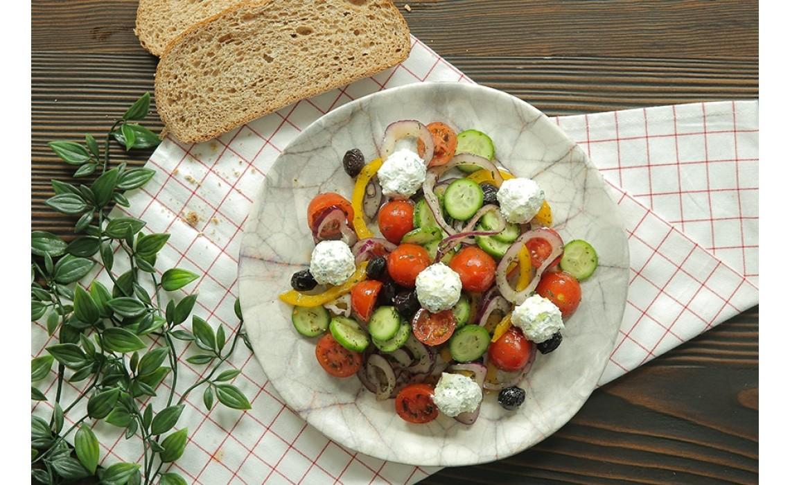 Top Peynirli Seftalili Semizotu Salatasi